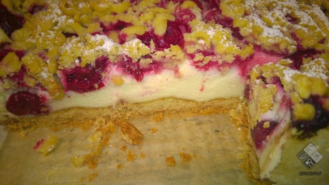 Ciasto z budyniową pianką i wiśniami